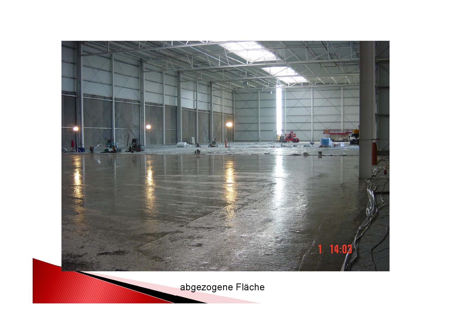 Industrieboden mit Stahlfaser: frisch abgezogene Fläche