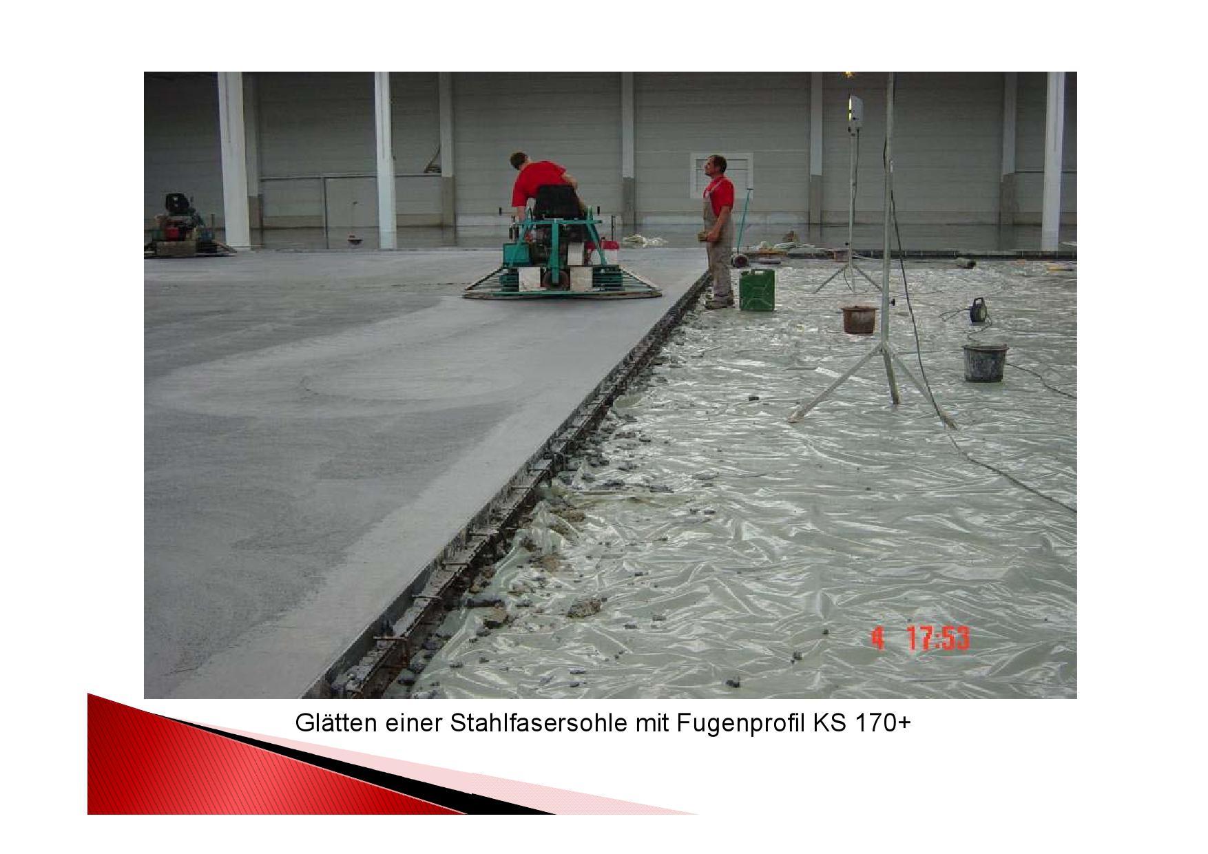 Projektfortschritt Einbau Industrieboden in einer Logistikhalle. Glätten der Stahlfasersohle mit Fugenprofil KS 170+