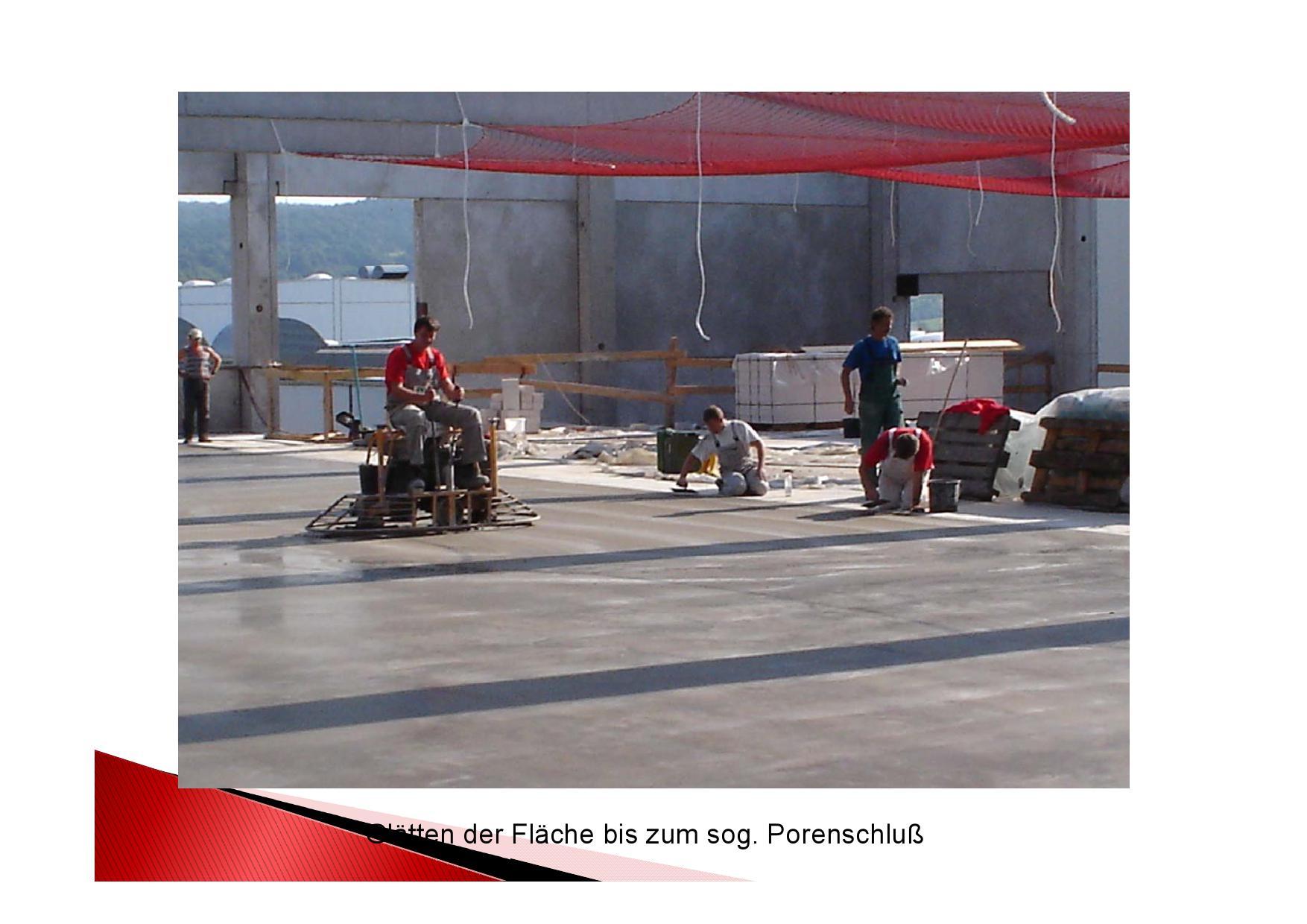 Arbeistsgang: Beton Industrieboden Glätten der Fläche bis zum sog. Porenschluss