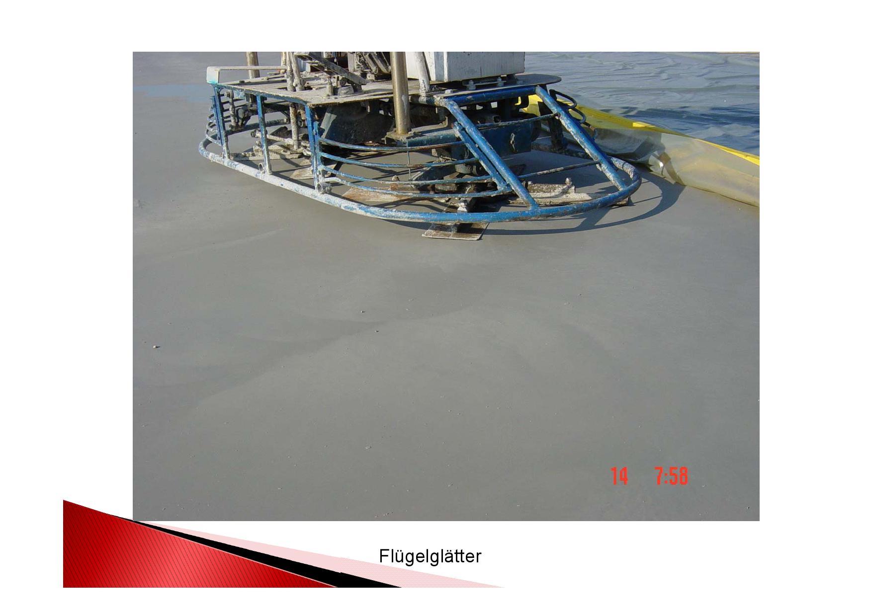 Bild Industrieboden Herstellung: Betonboden in einer Industriehalle mit Flügelglätter glätten