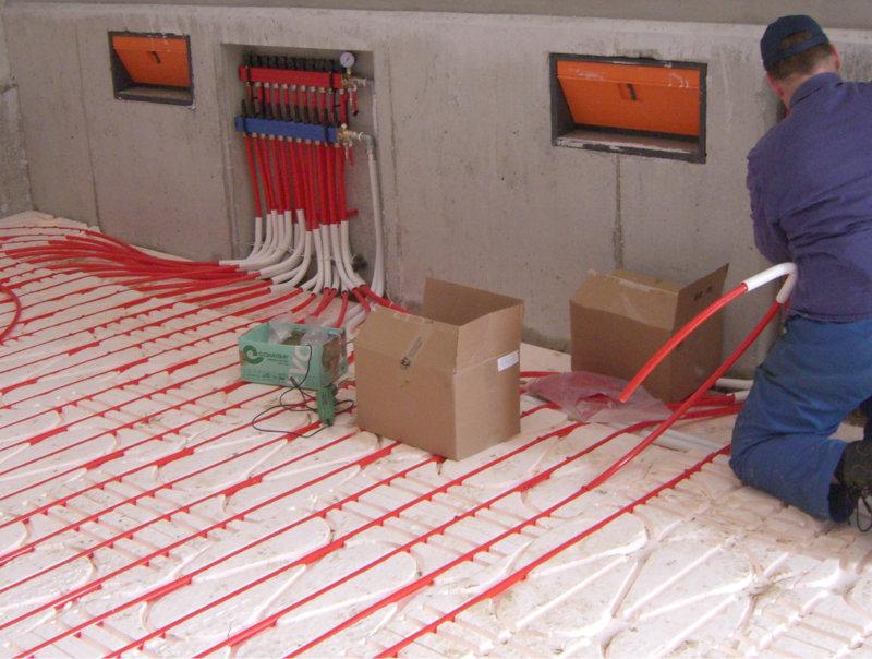 Einbau einer Industrieboden Flächenheizung